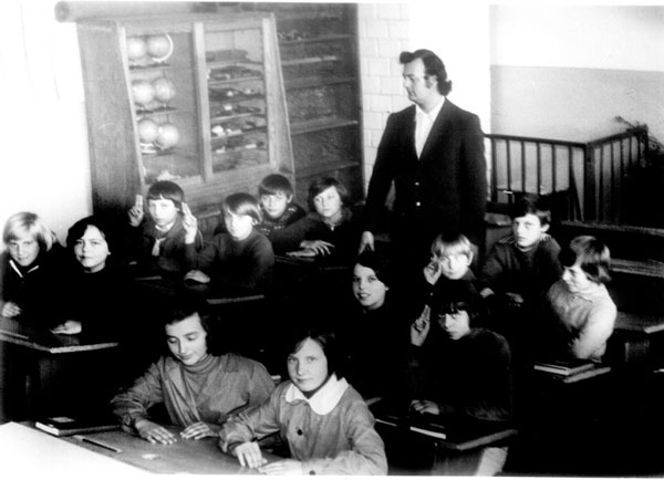 . Uczniowie i nauczyciele